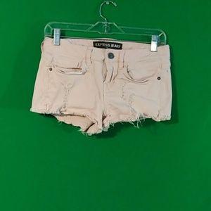 Express sz 2 pink distressed shortie denim shorts